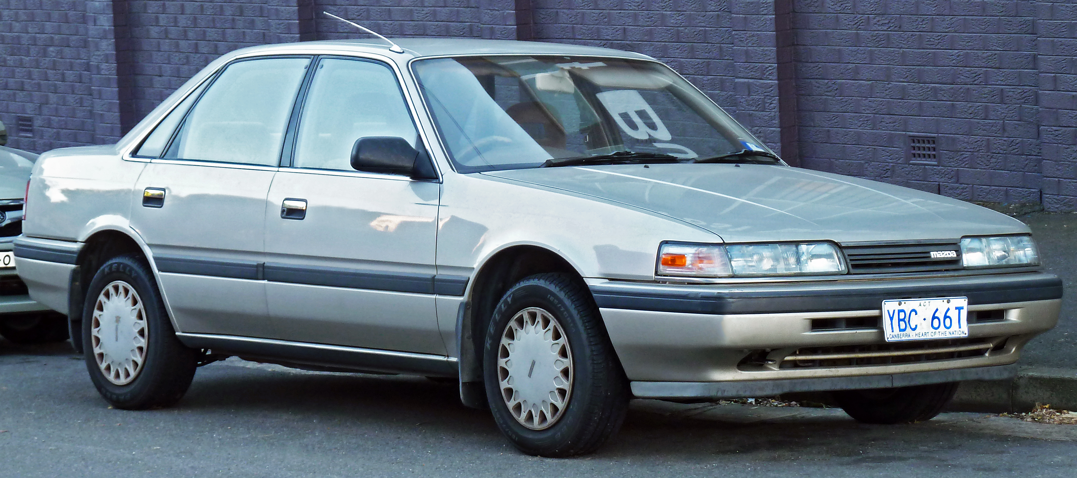 1990 Mazda 626 Image 4