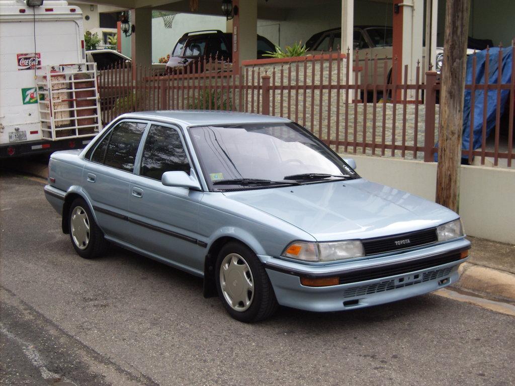 1990 Toyota Corolla Image 5