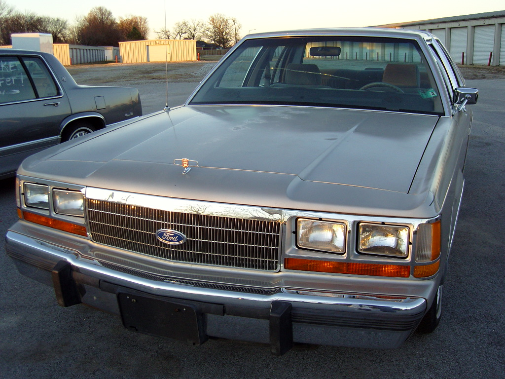 Ford Ltd Crown Victoria 5