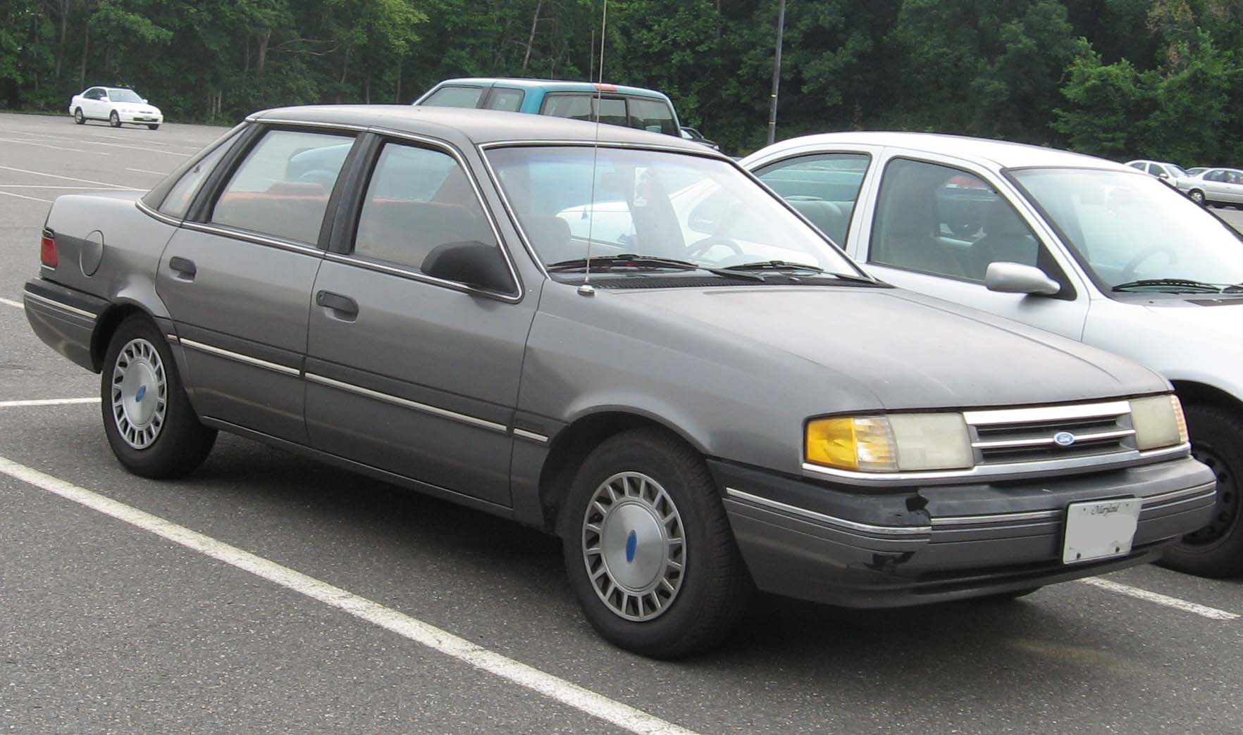 1991 Ford Tempo Image 3