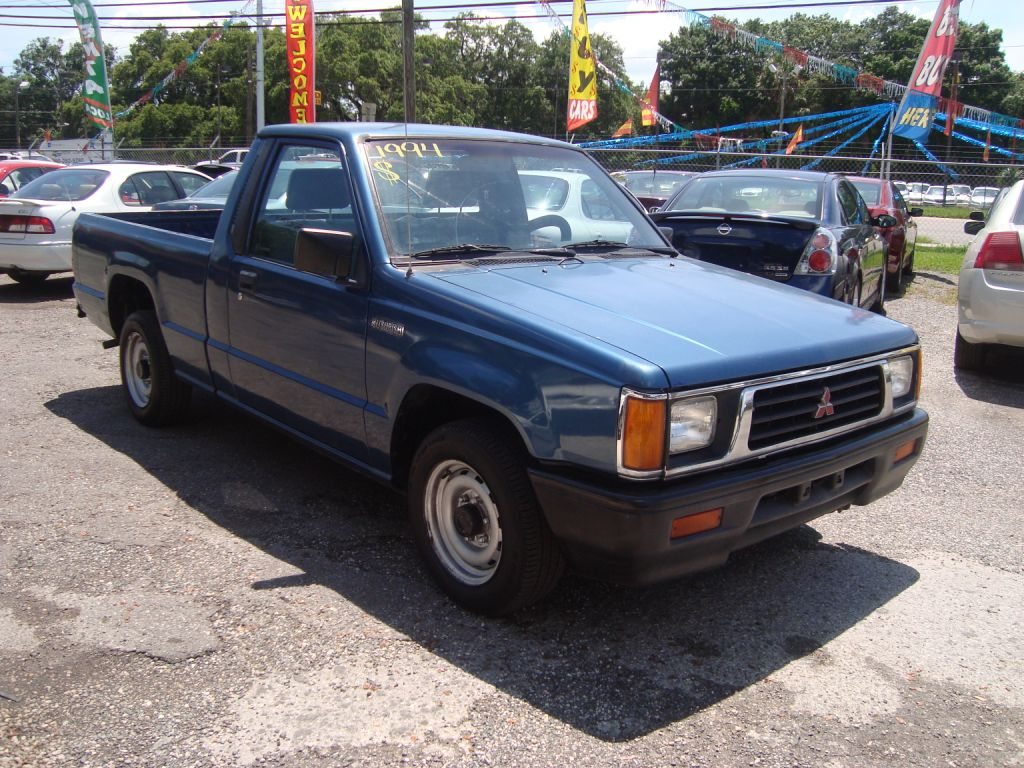 Mitsubishi Mighty Max Pickup #9
