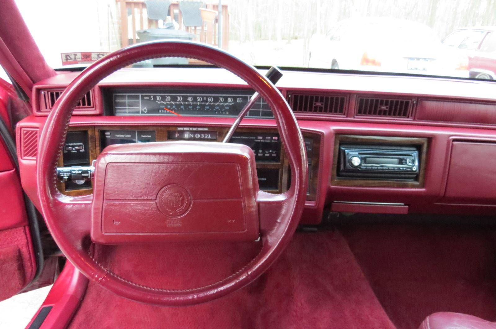 1993 Cadillac Deville Image 9