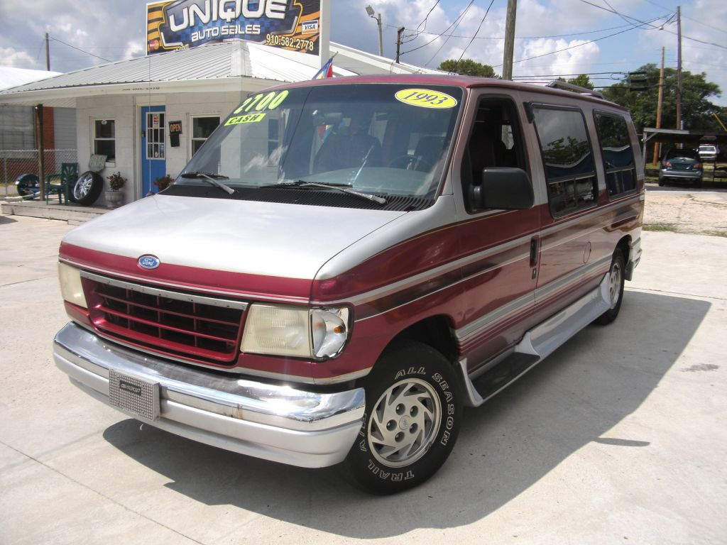 1993 Ford E 150 Image 8