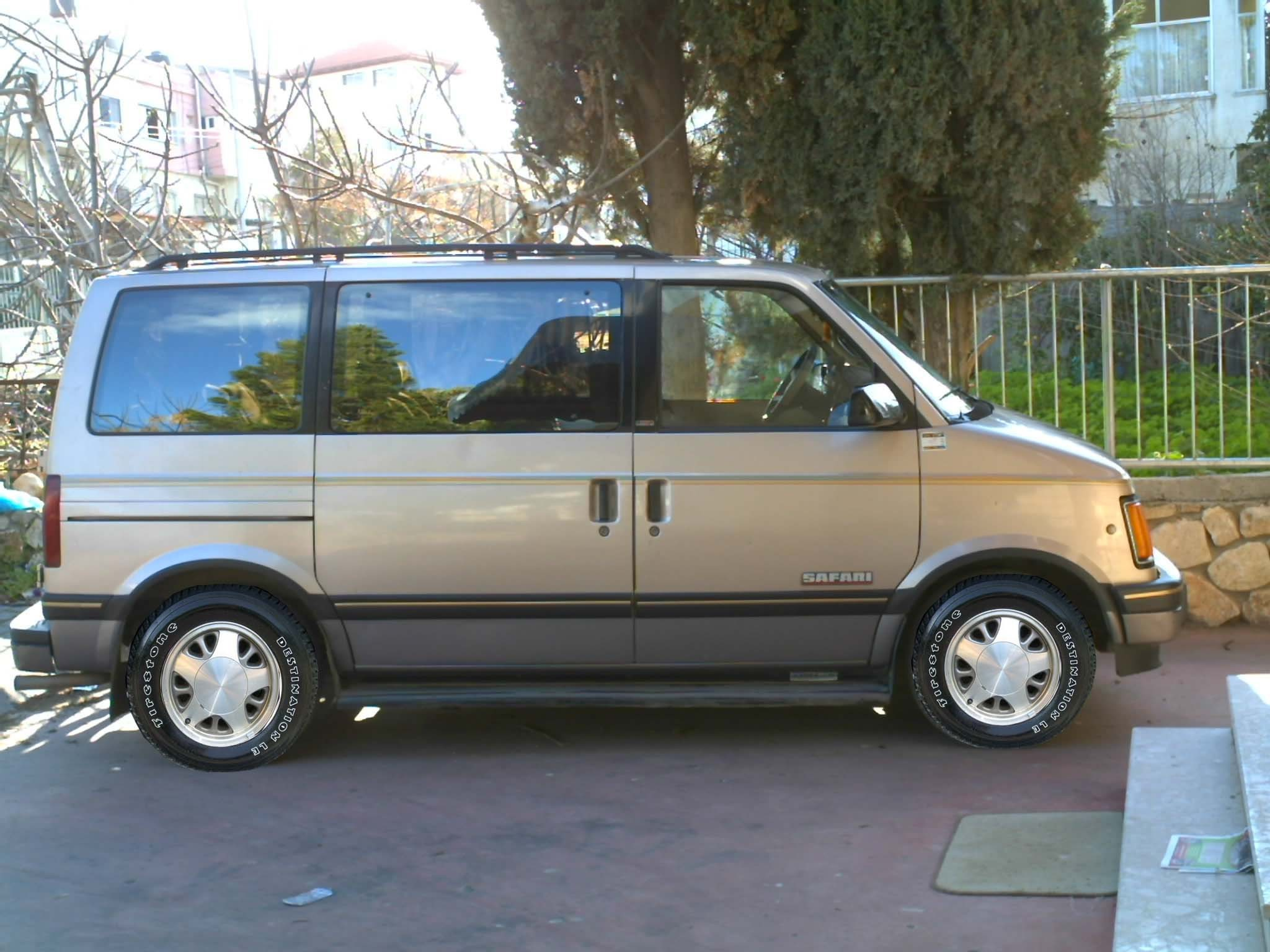 GMC Safari Cargo #10