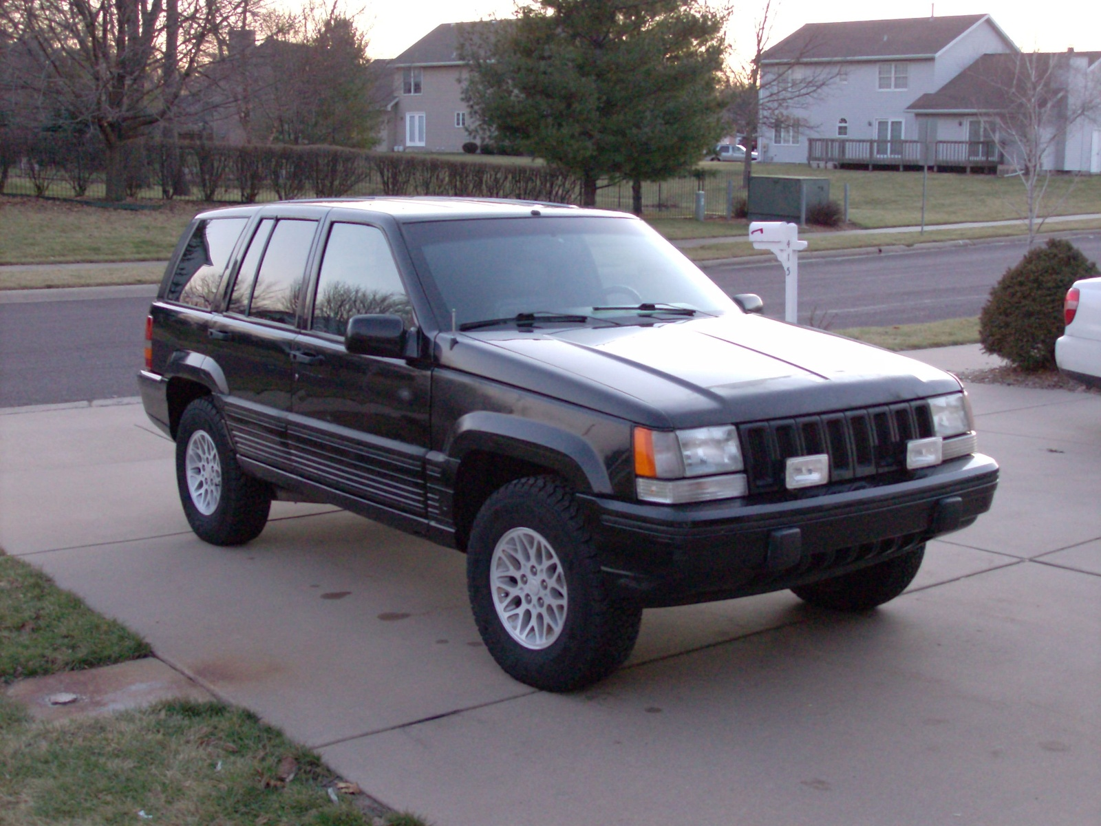 1993 Jeep Grand Cherokee Information And Photos Zombiedrive Wiring Diagram Likewise Ford Model T Also 2004 Lincoln 1