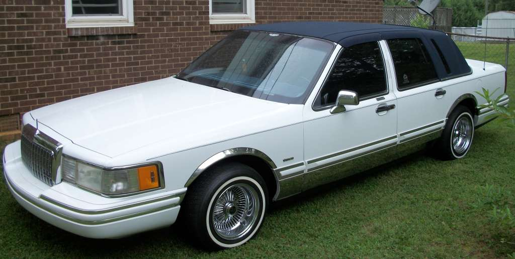 1993 lincoln town car information and photos zombiedrive. Black Bedroom Furniture Sets. Home Design Ideas