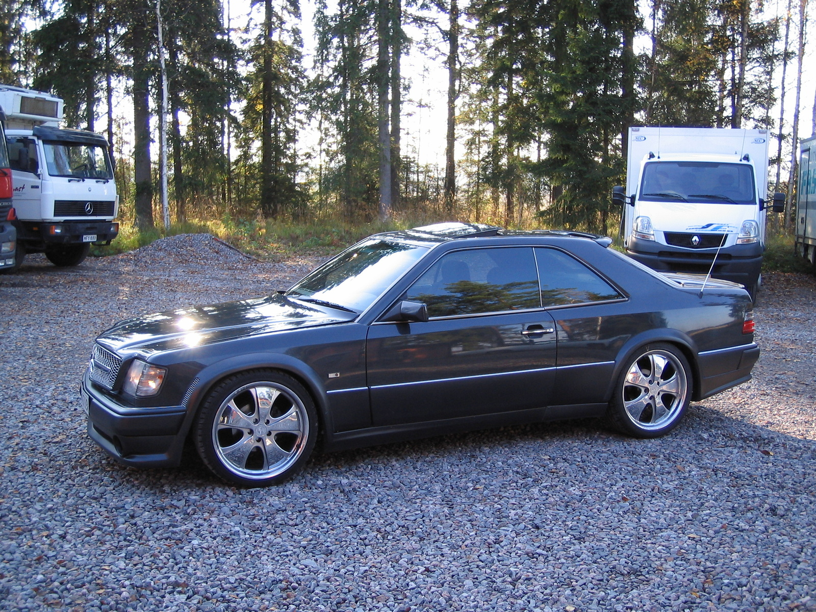 1993 mercedes benz 300 class information and photos for Mercedes benz search