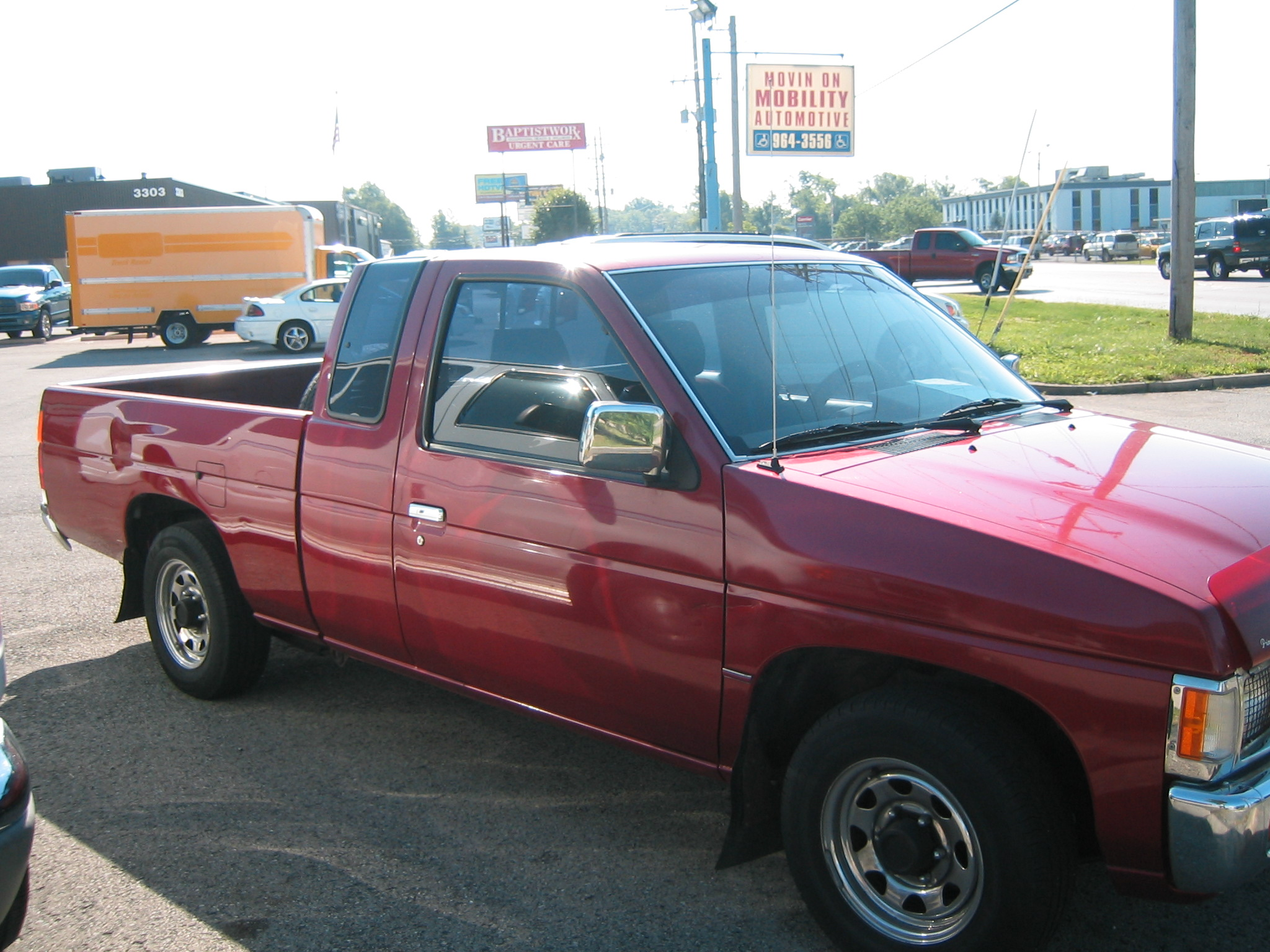 1993 nissan truck image 3
