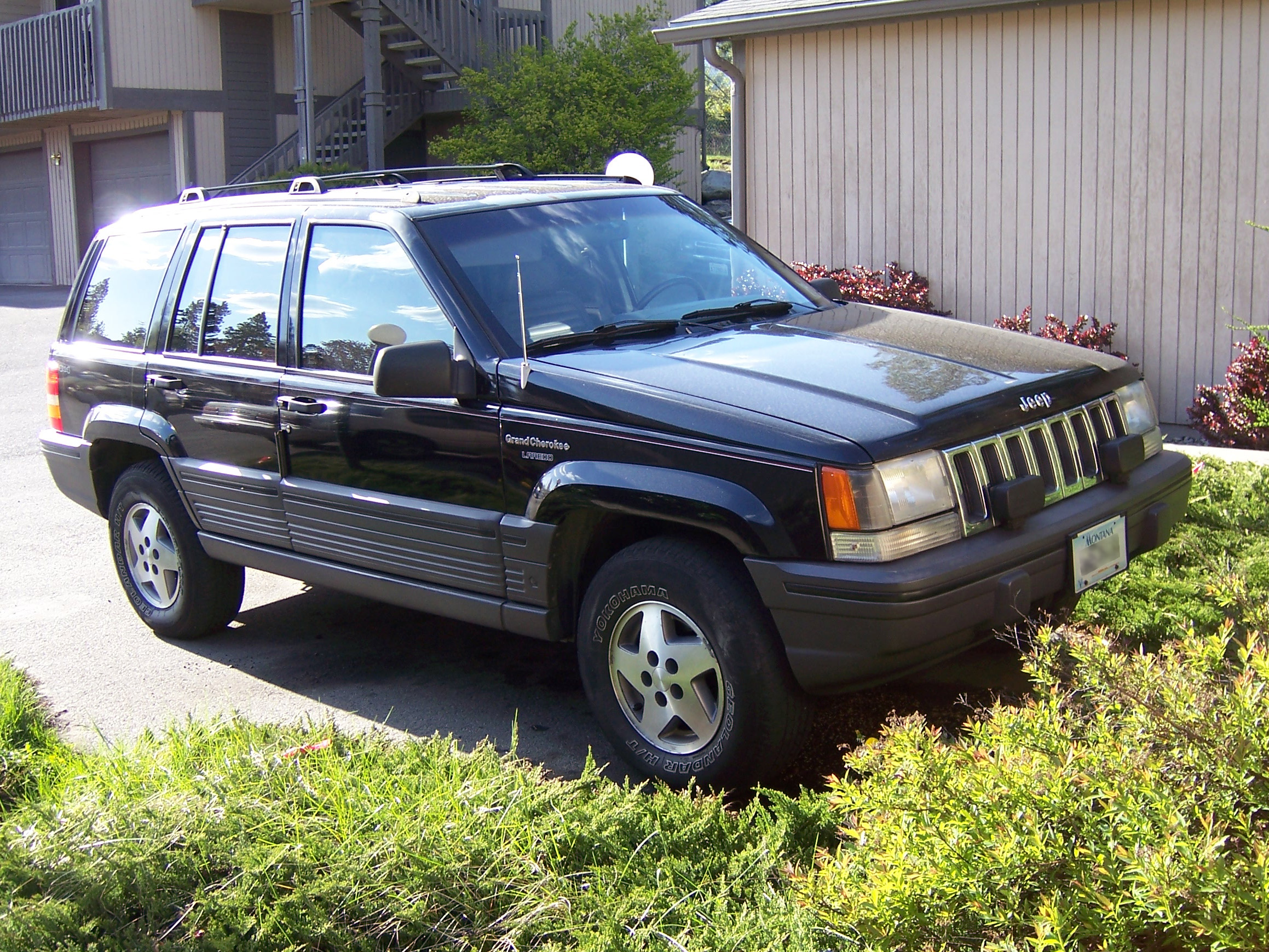 E34 Fuel Pump Relay Which One Bmw Driver Forums Bmw E34 Fuel Pump Relay Location as well Stock Illustration 4x4 Off Road Jeep Cartoon also Jeep Tj Stereo Wiring Diagram further 98 Jeep Cherokee Rear Hatch Latch Bolt Size also Veiculos. on 94 jeep cherokee