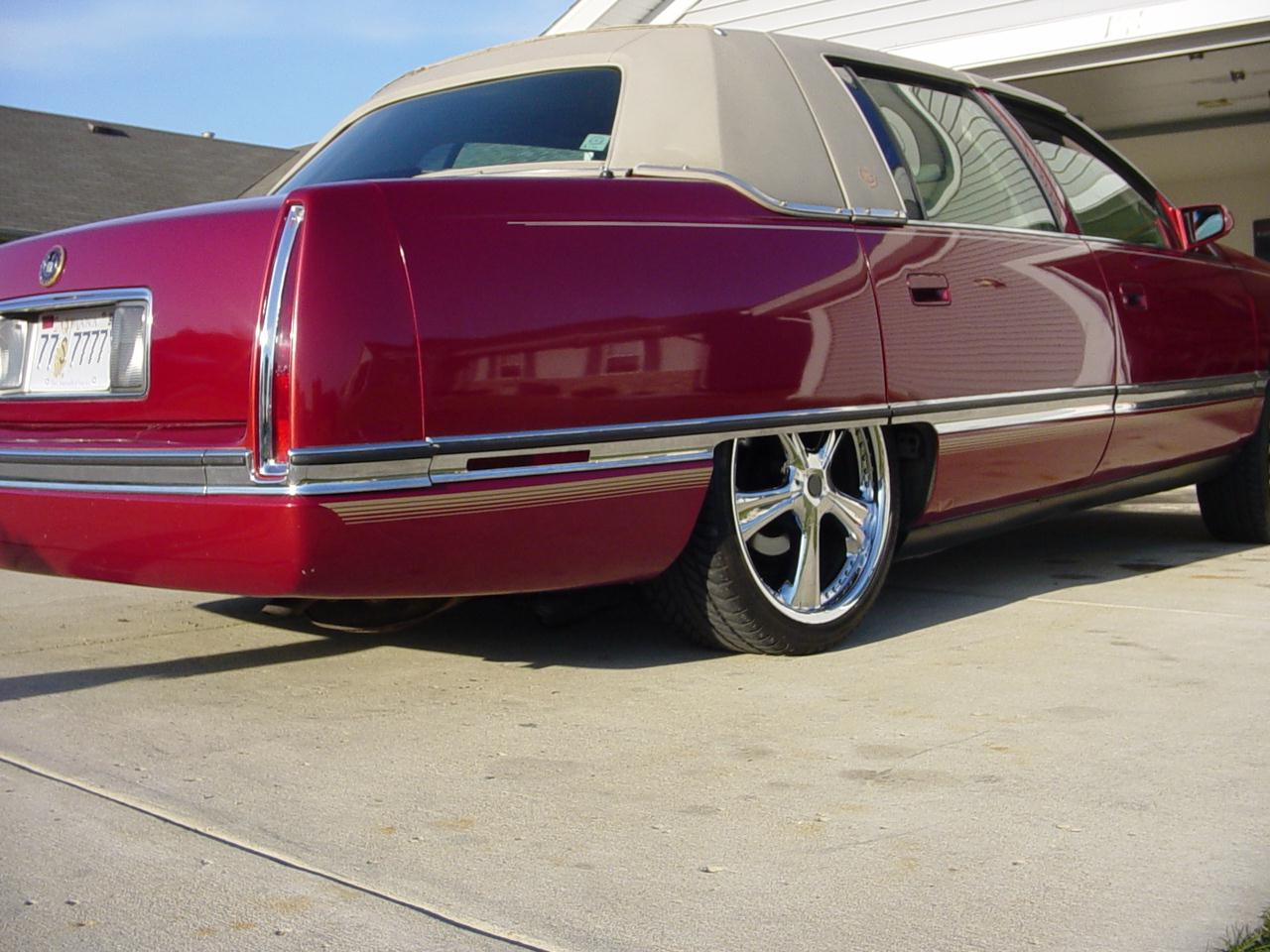 1995 Cadillac DeVille - Information and photos - ZombieDrive