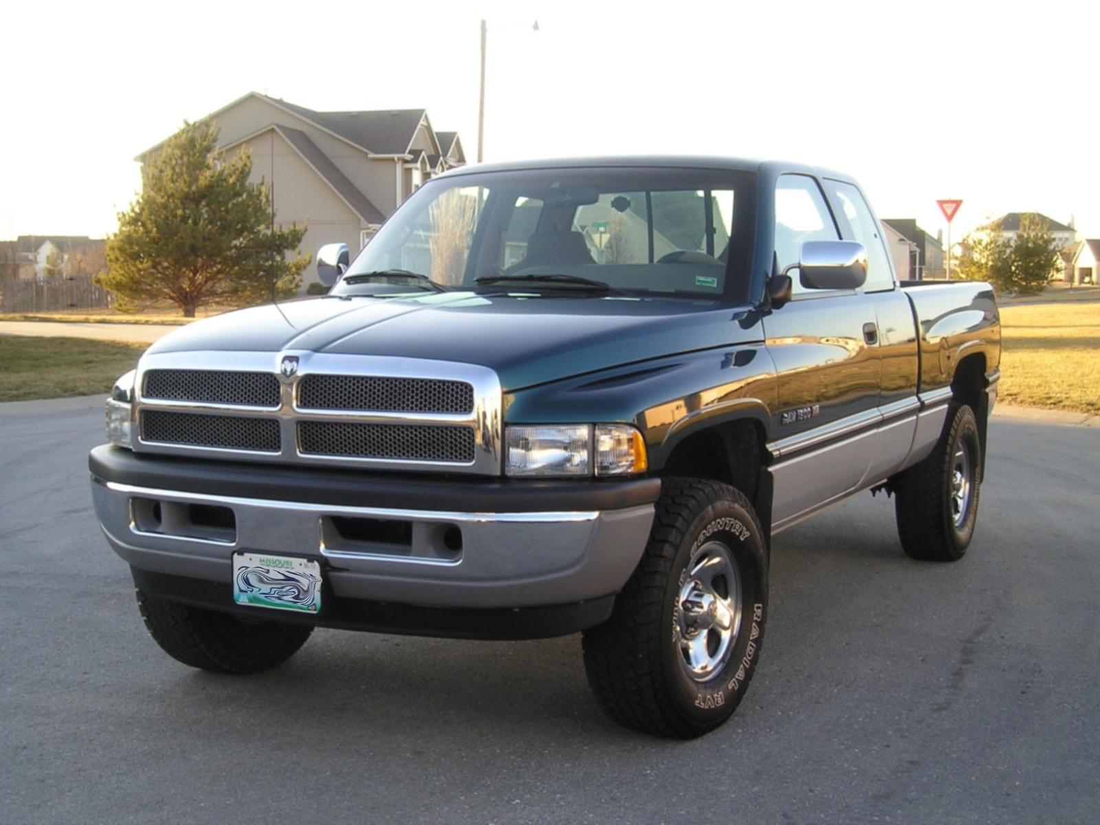 1995 dodge ram pickup 1500 information and photos zombiedrive. Black Bedroom Furniture Sets. Home Design Ideas