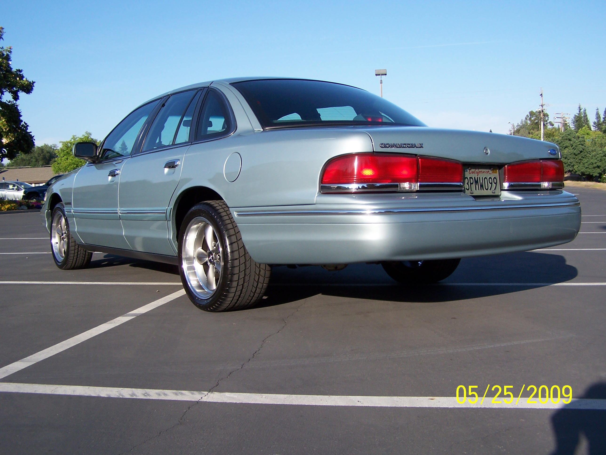 1995 Ford Crown Victoria  Information and photos  ZombieDrive