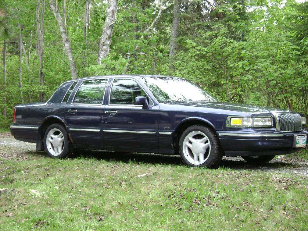 1995 Lincoln Town Car - Information and photos - ZombieDrive