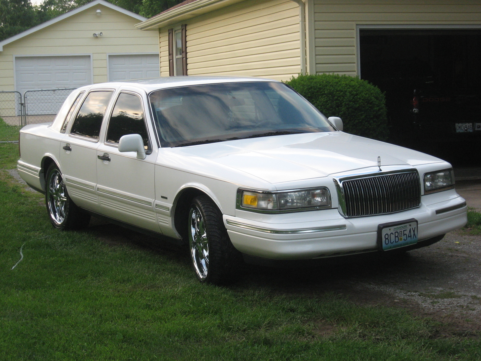 1996 lincoln town car information and photos zombiedrive. Black Bedroom Furniture Sets. Home Design Ideas