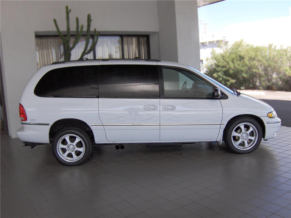 Chrysler Town and Country #7