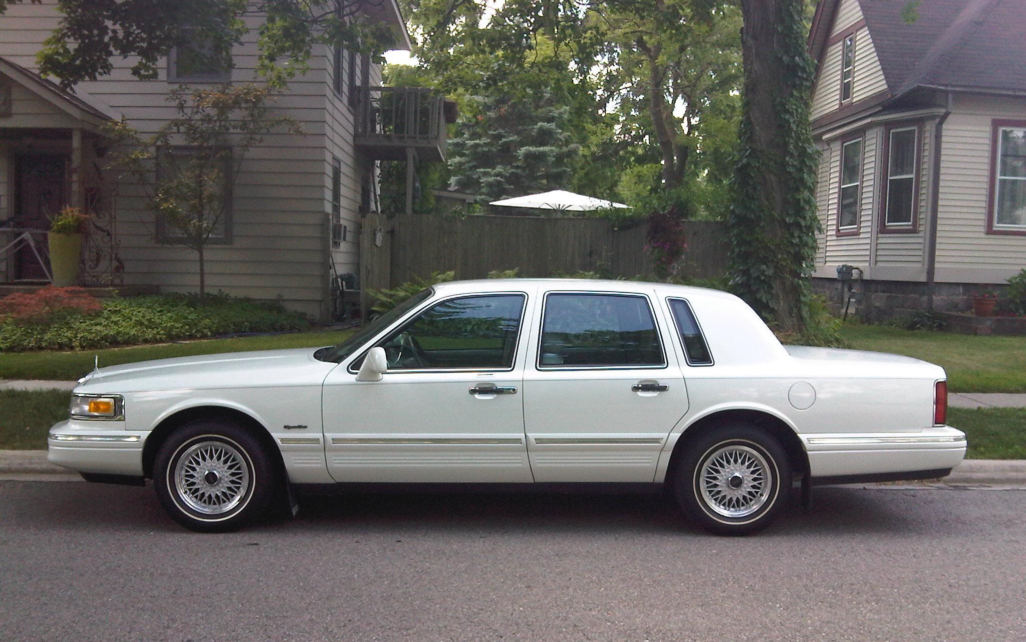 1997 Lincoln Town Car 14