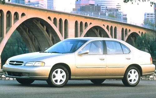 1997 Nissan Altima 4 Dr S exterior #1