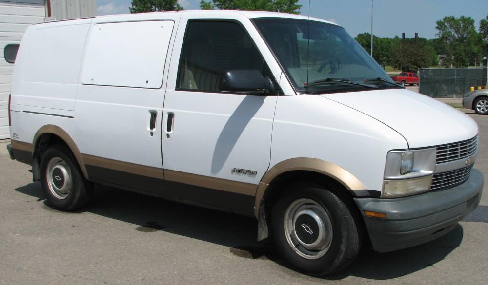 1998 Chevrolet Astro Image 8