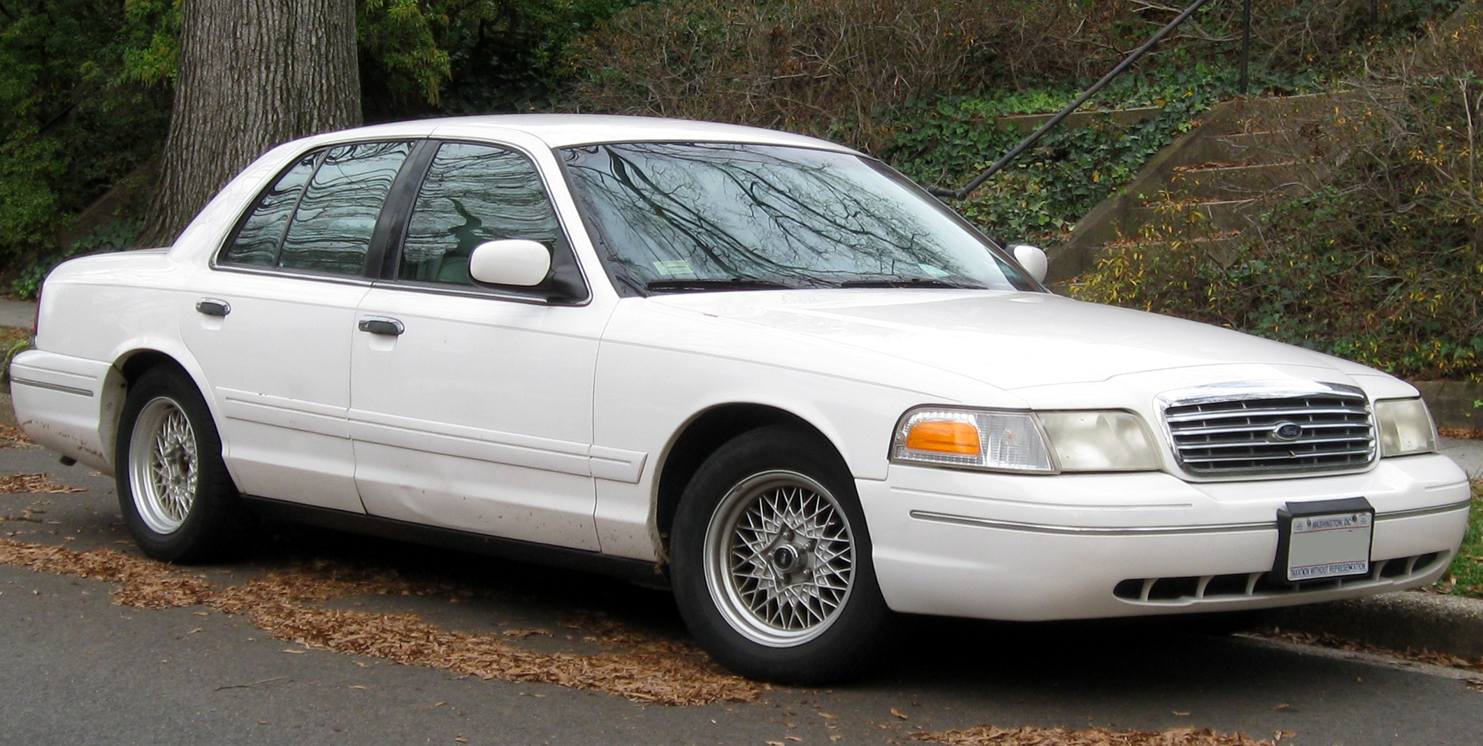 1998 Ford Crown Victoria Gray 200 Interior And Exterior Images