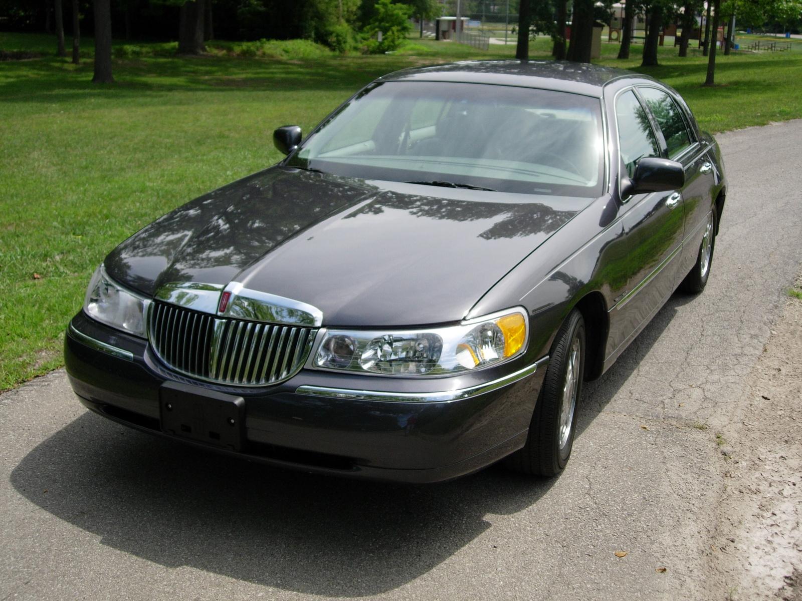 1998 Lincoln Town Car 4