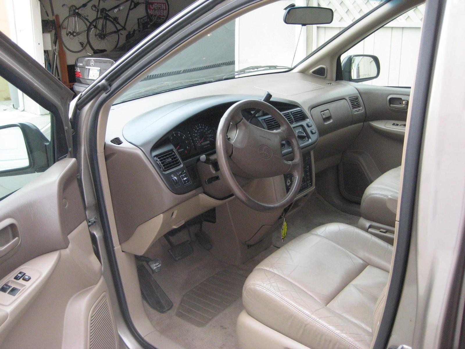 1998 Toyota Sienna Image 3