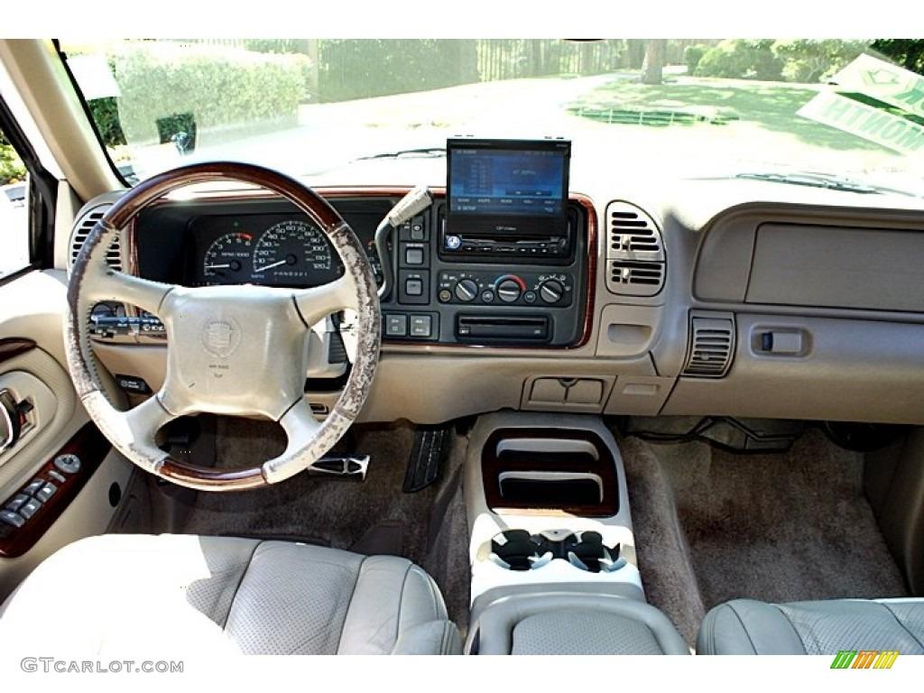 1999 Cadillac Escalade 4