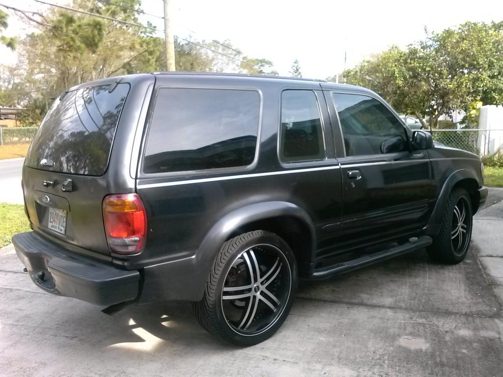 1999 Ford Explorer Image 17