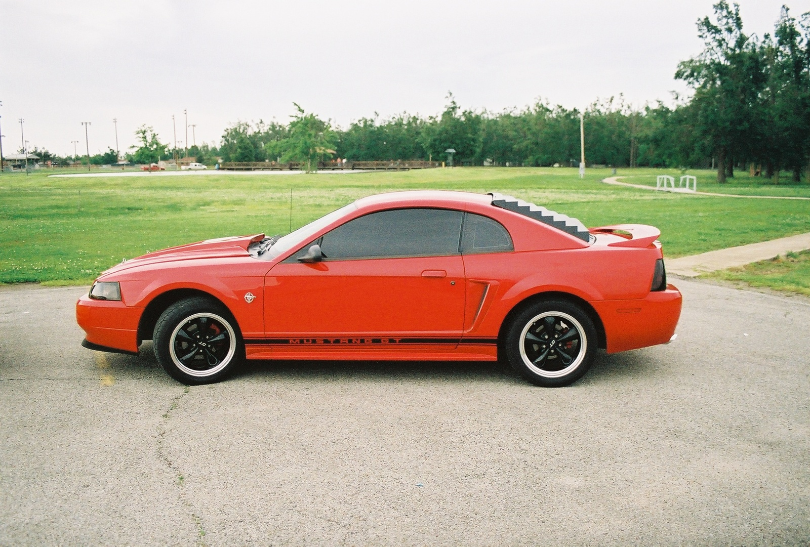 1999 ford mustang image 2