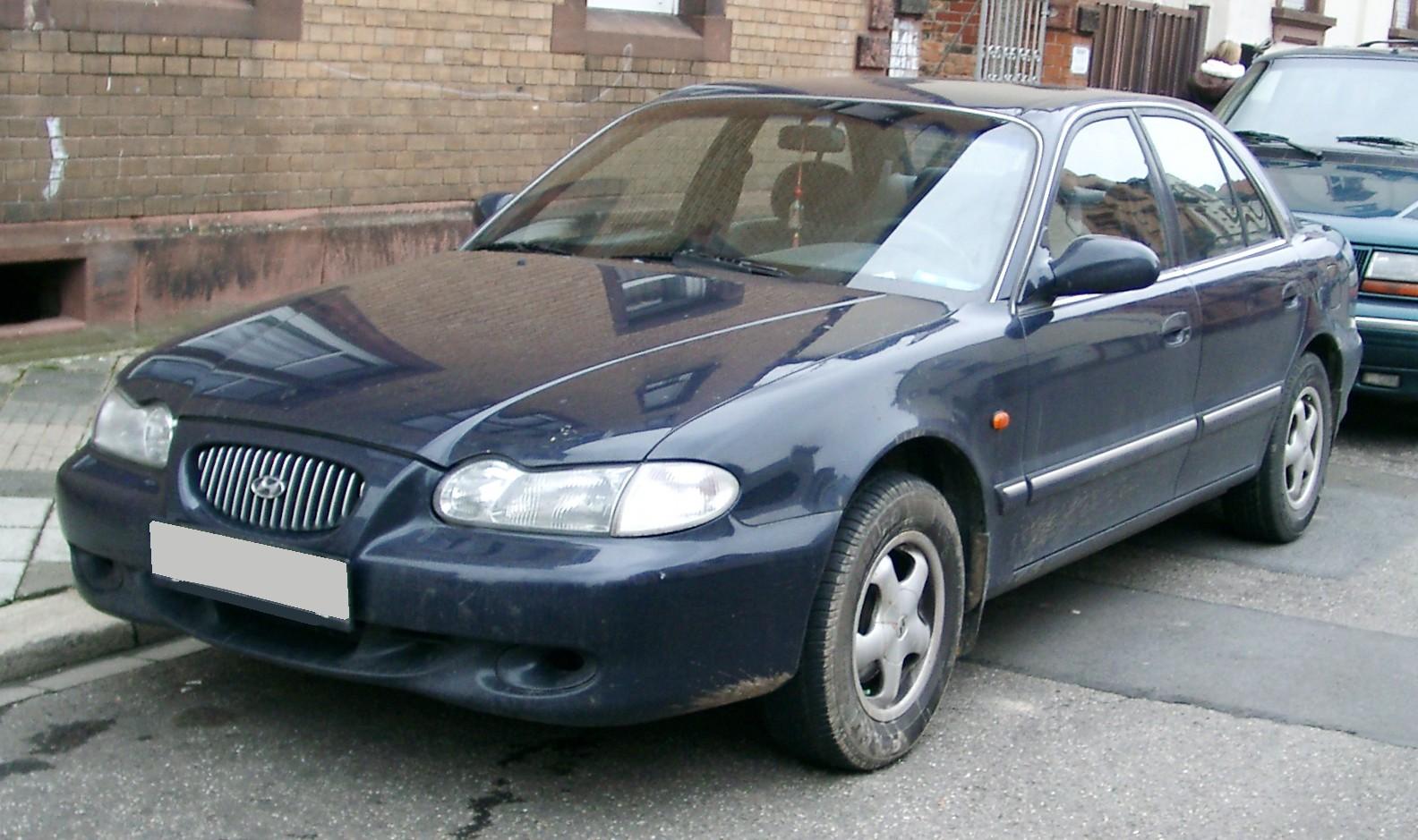 1999 Hyundai Sonata Image 2