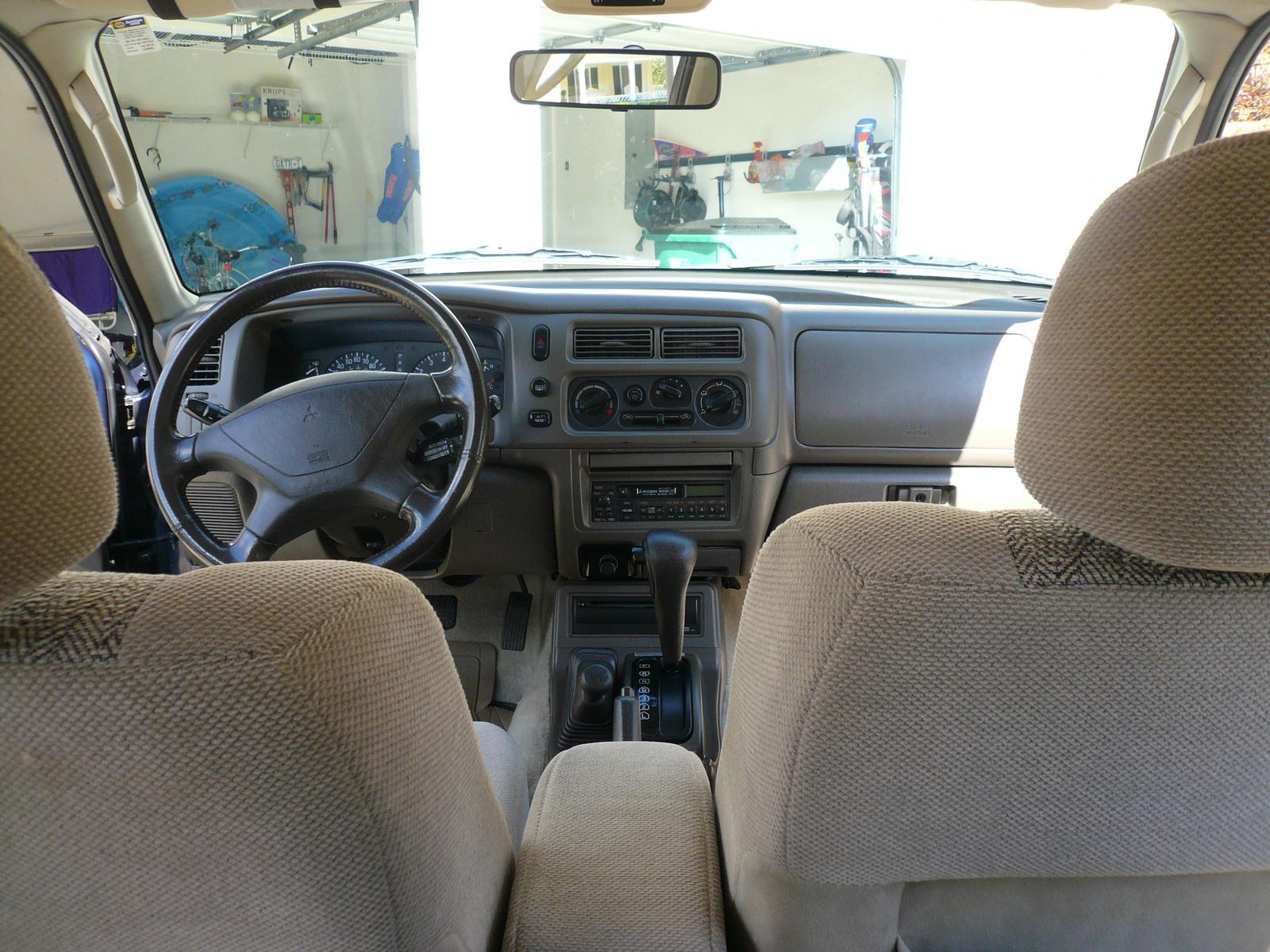 1999 mitsubishi montero information and photos zombiedrive for Mitsubishi montero interior