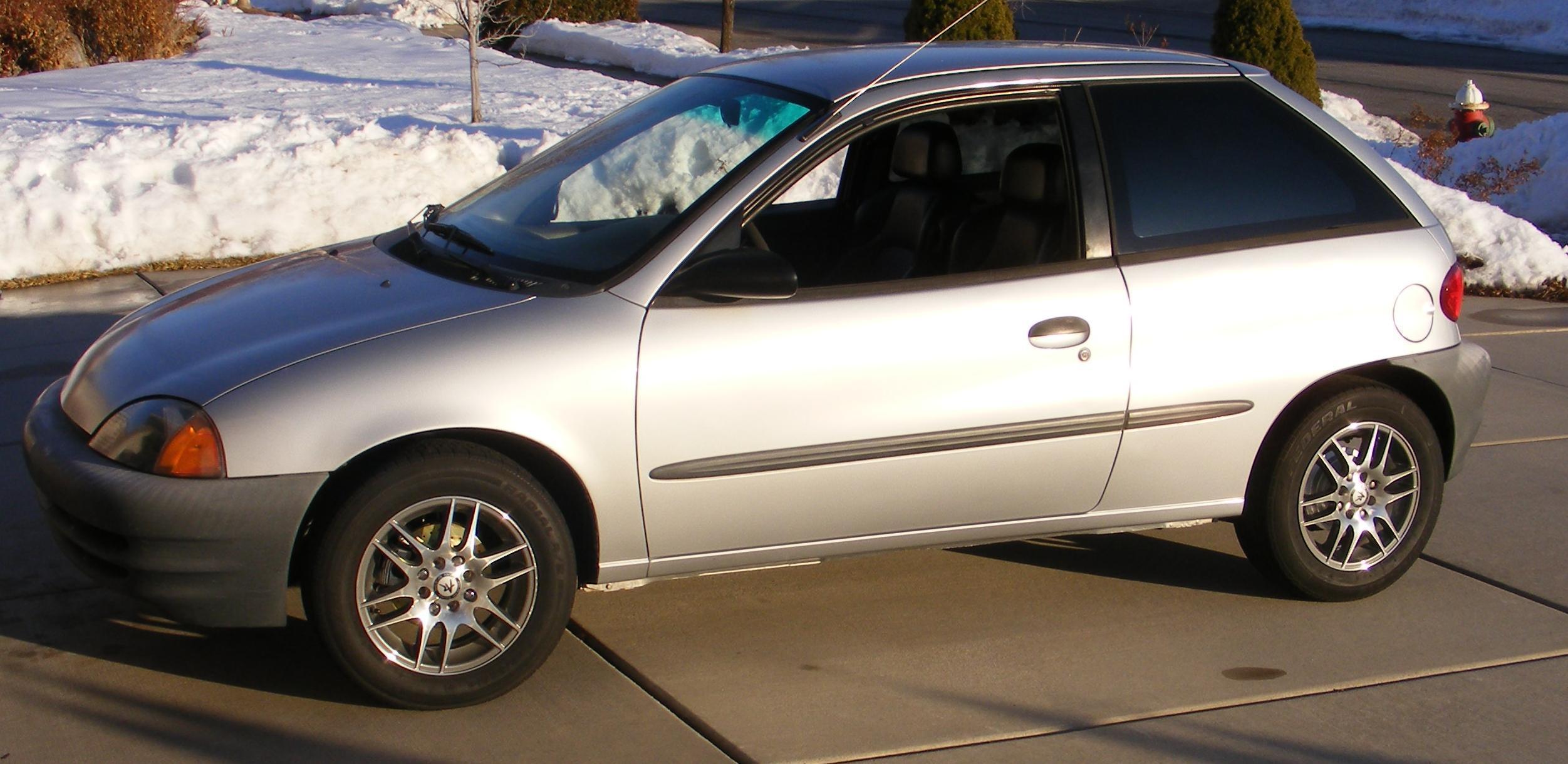 2000 Chevrolet Metro Image 17