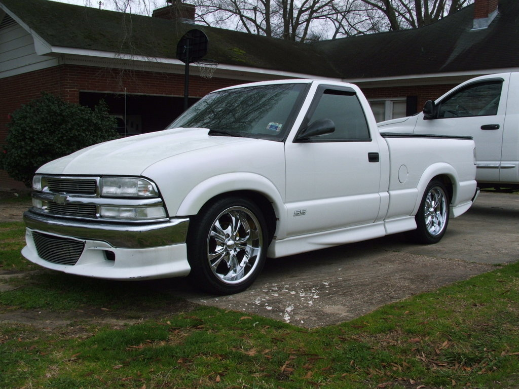2000 chevrolet s 10 information and photos zombiedrive. Black Bedroom Furniture Sets. Home Design Ideas