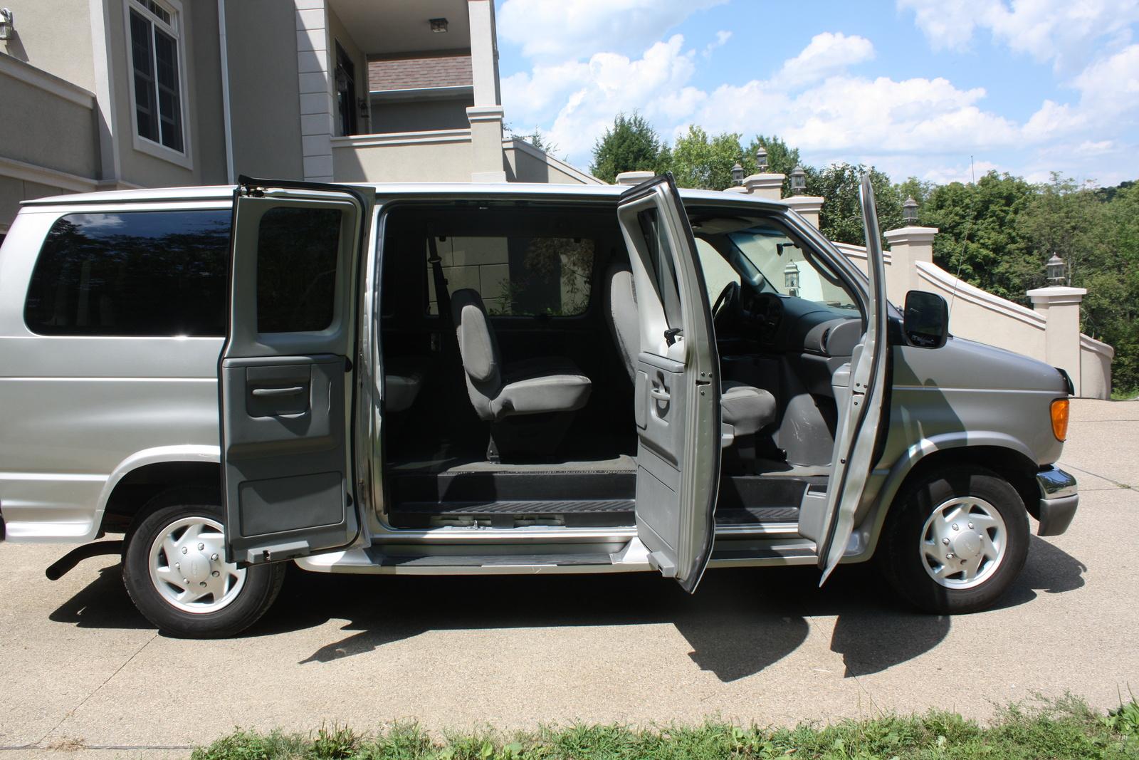 Ford Econoline Wagon 4
