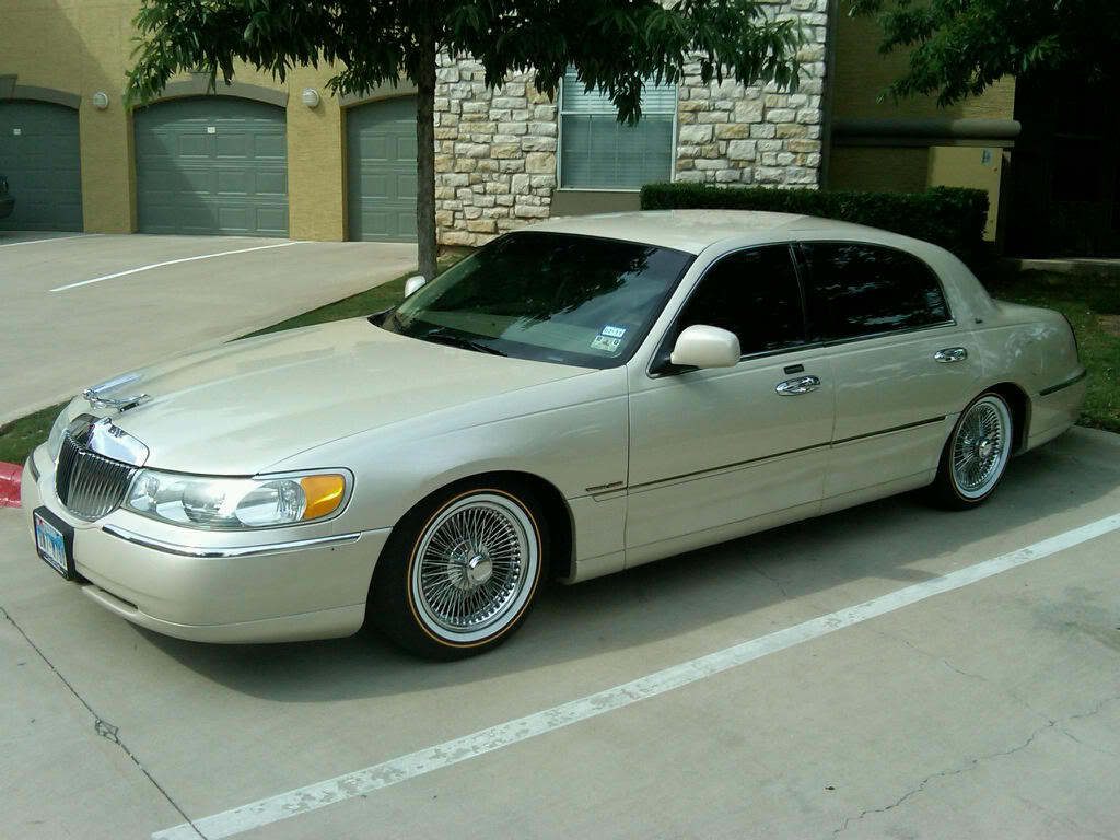 2000 Lincoln Town Car 10