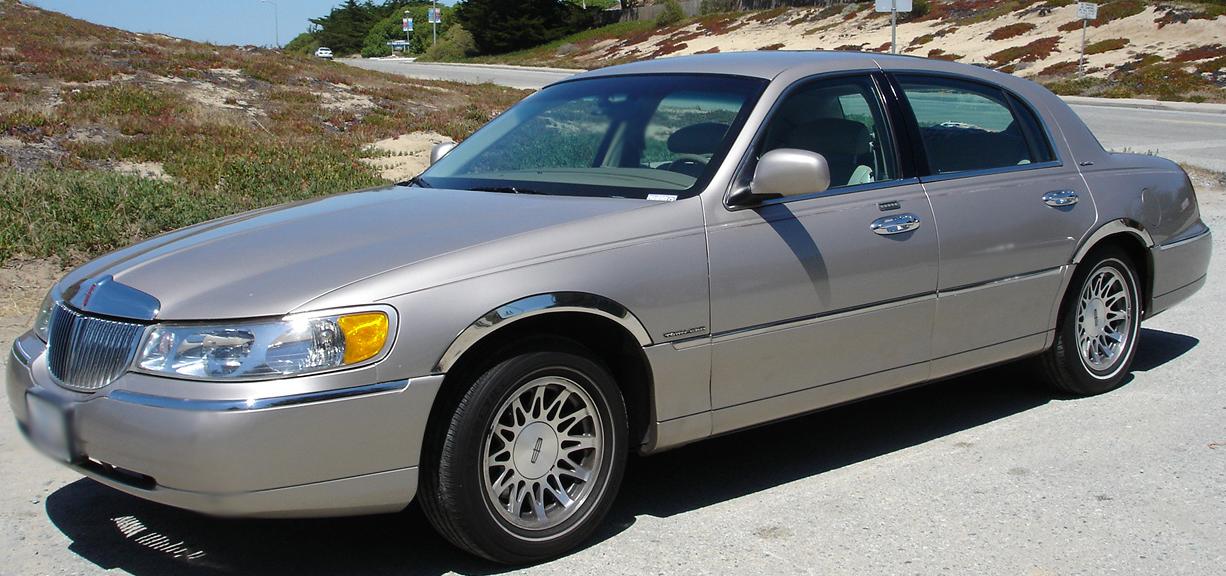 2000 Lincoln Town Car 4