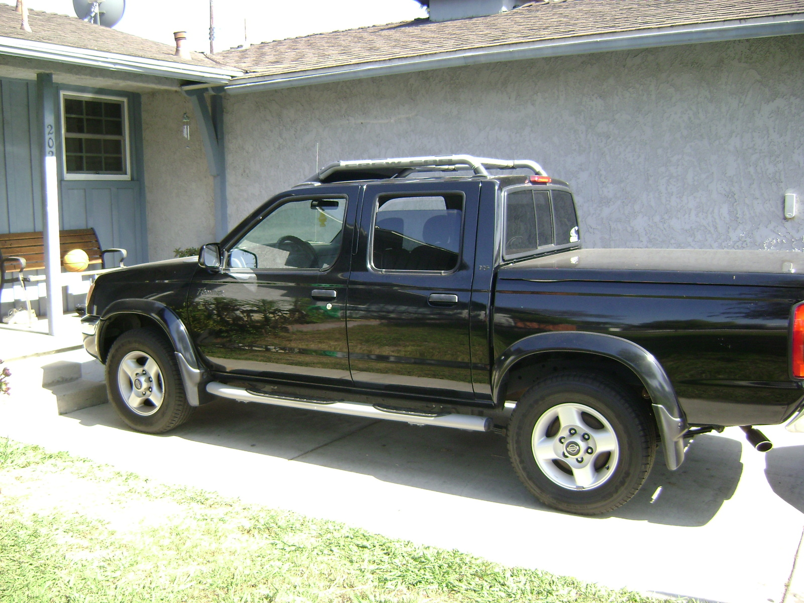 2000 Nissan Frontier Image 14