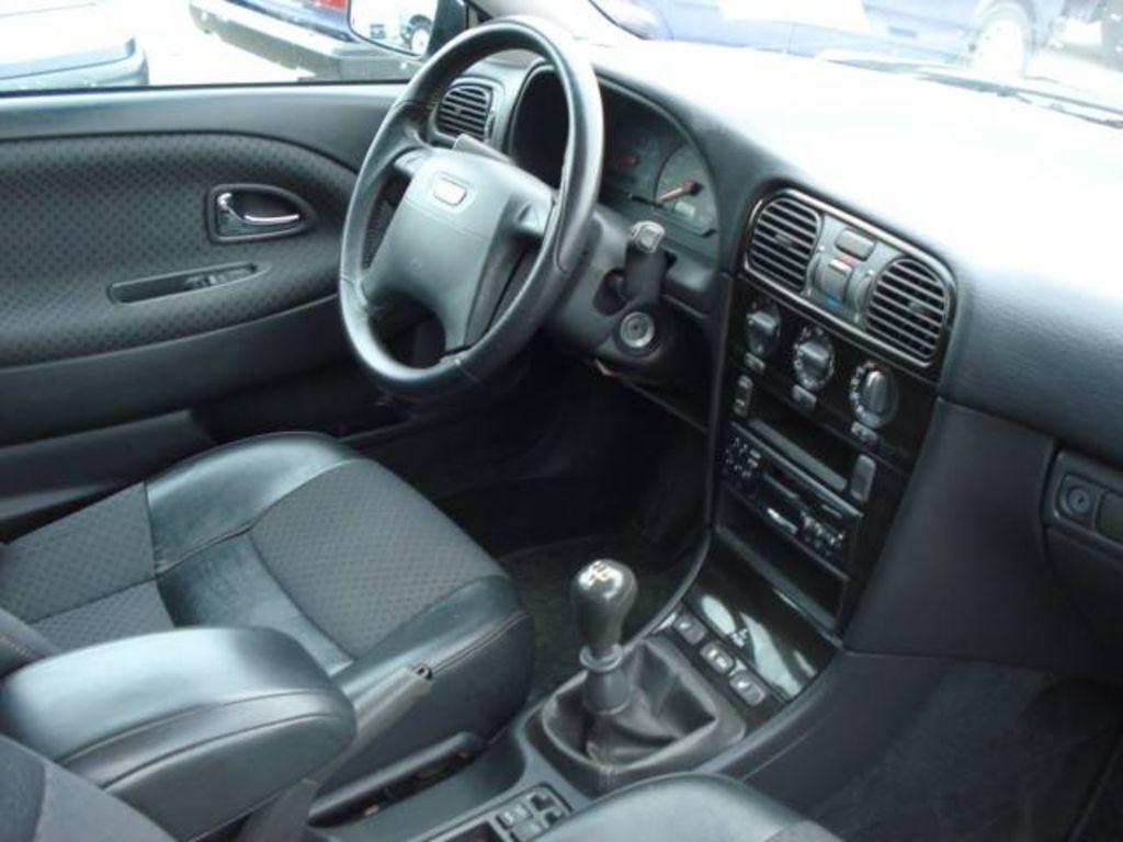 2004 Volvo V4 0 Wagon