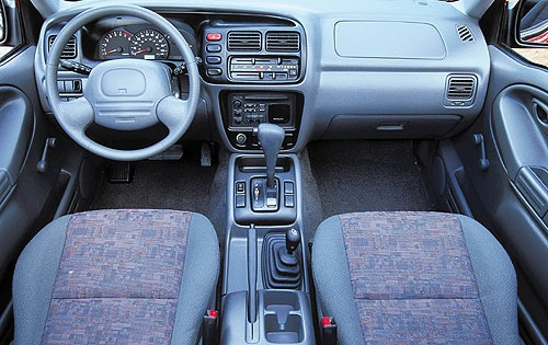 2000 Chevrolet Tracker 2  interior #7