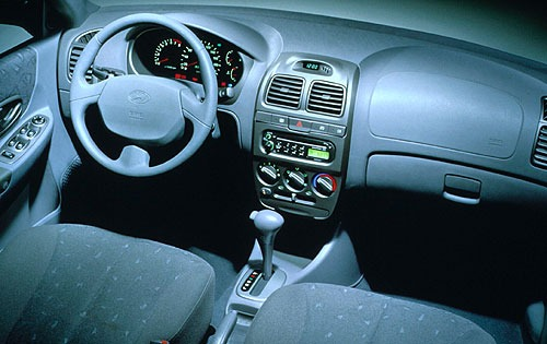 2000 Hyundai Accent Sedan interior #10