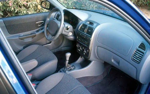 2000 Hyundai Accent Sedan interior #9