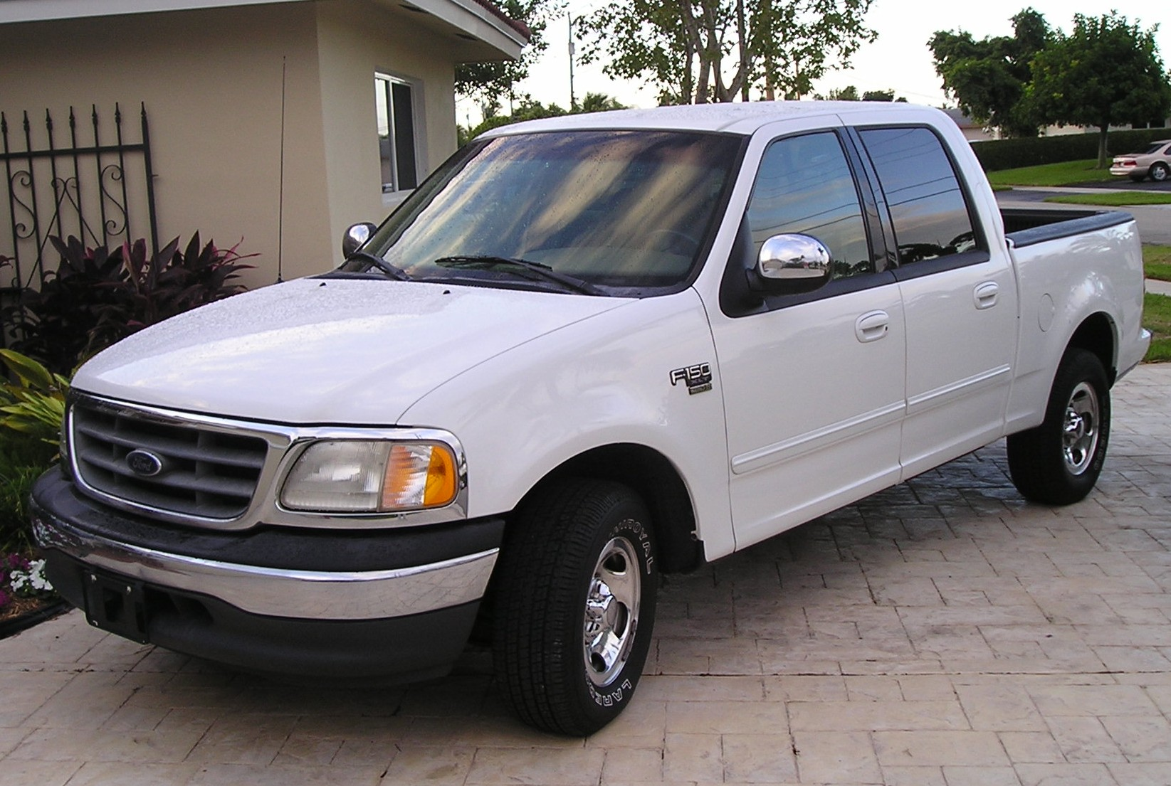 2001 FORD F-150 - Image #2