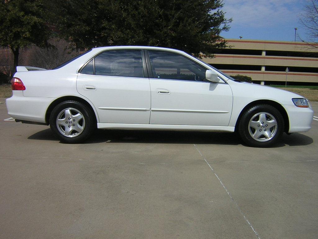 Honda Accord 2002 White
