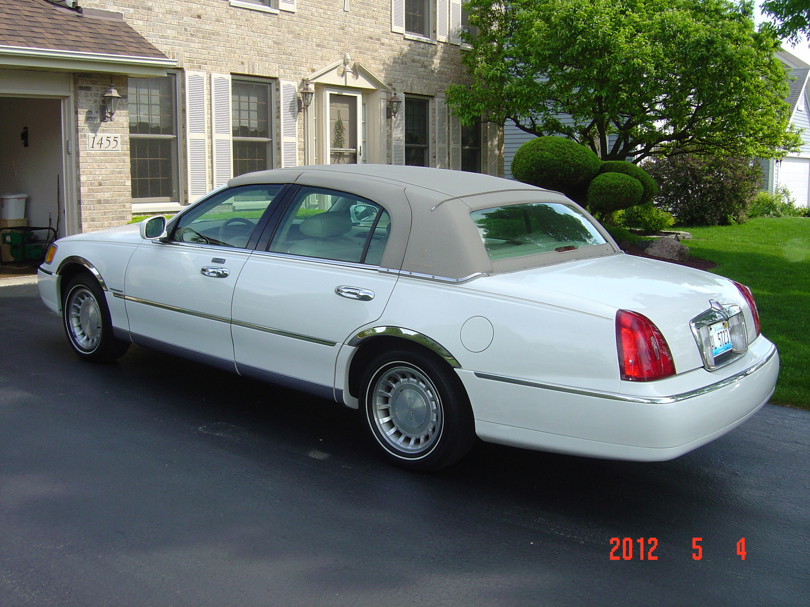 2001 lincoln town car information and photos zombiedrive. Black Bedroom Furniture Sets. Home Design Ideas