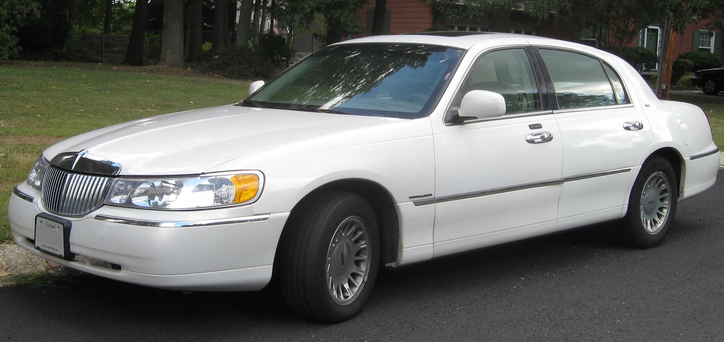 2001 Lincoln Town Car Image 10