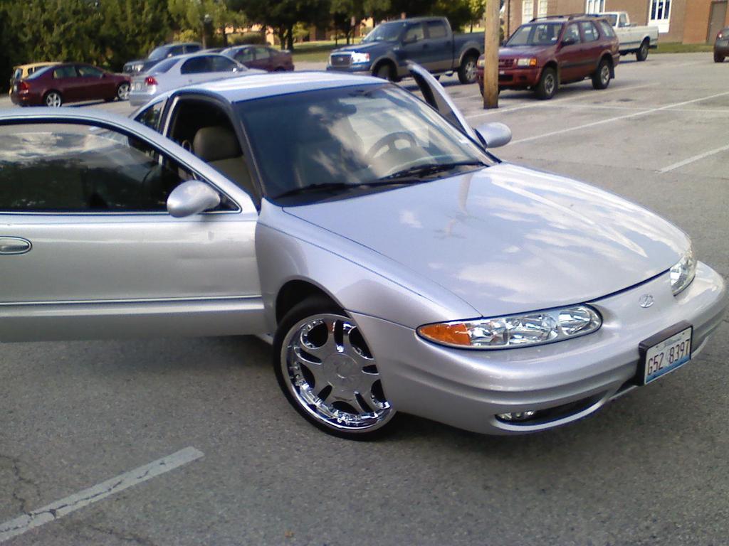 2001 Oldsmobile Alero 1