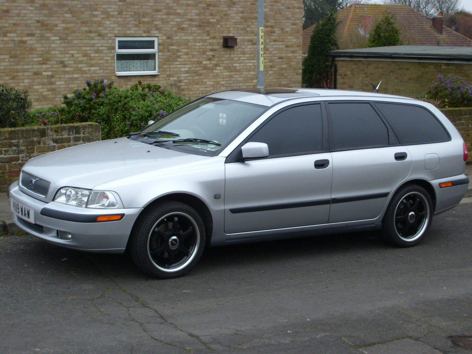 2001 Volvo V40 - Information and photos - ZombieDrive