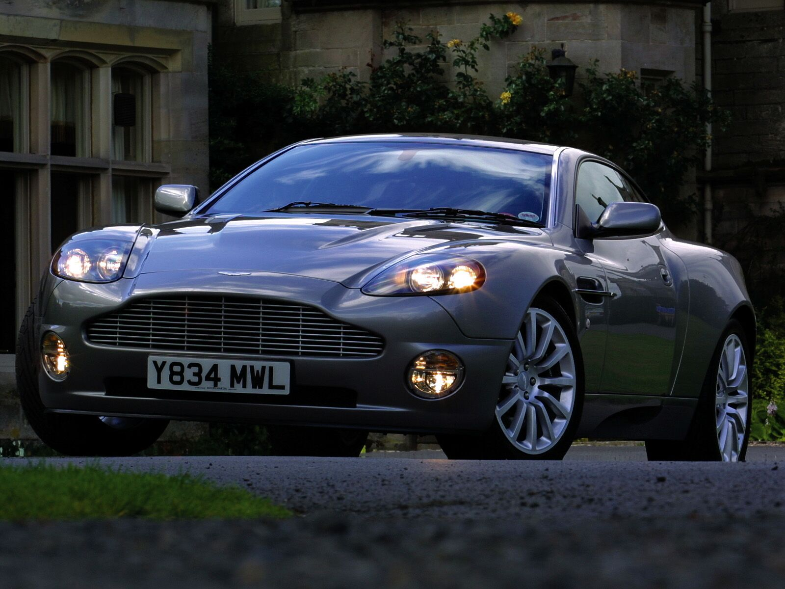 2002 aston martin v12 vanquish information and photos. Black Bedroom Furniture Sets. Home Design Ideas