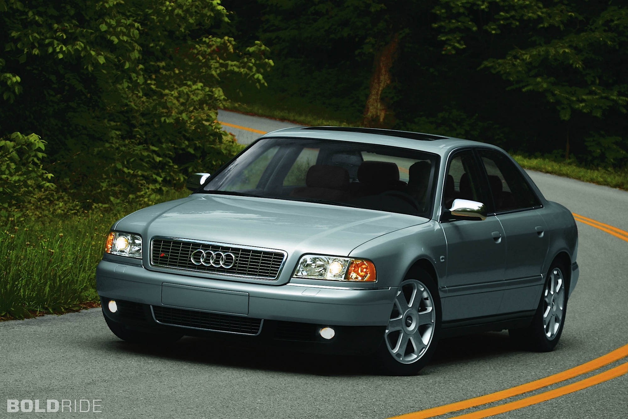 2002 Audi S8 Image 11