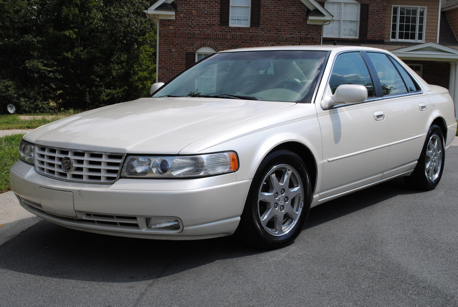 2002 Cadillac Seville - Information and photos - ZombieDrive