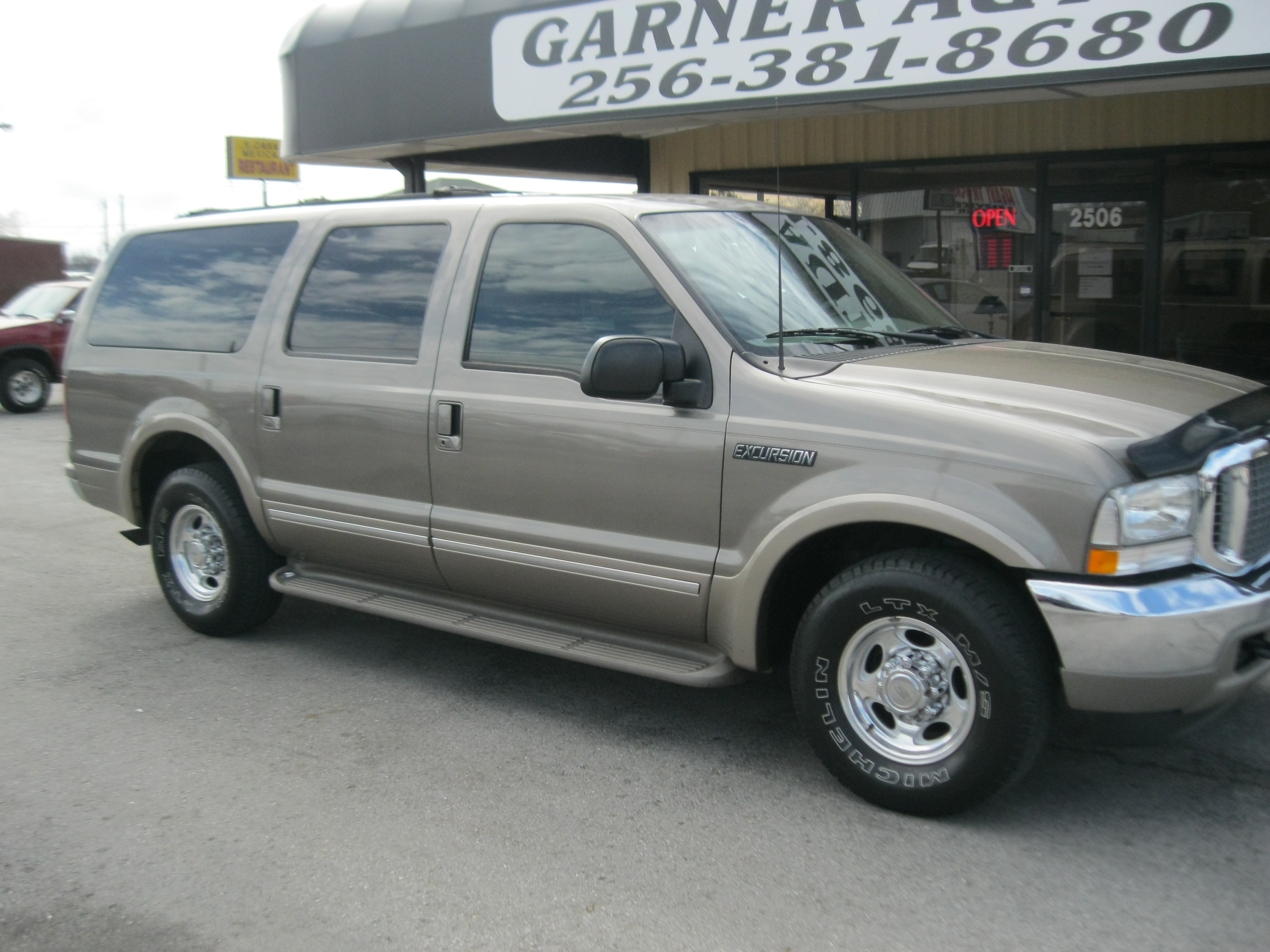 2002 Ford Excursion Image 12